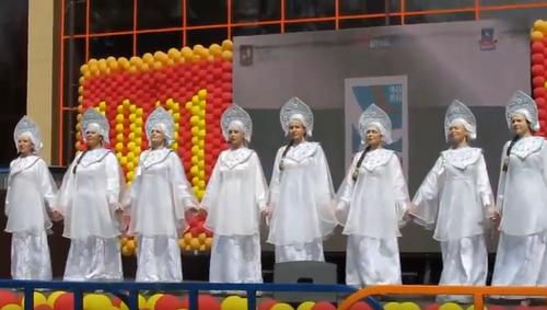 Танец хоровод «Уголок России»